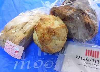 110128_ムーミンカフェのパン.jpg