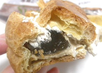 黒糖とわらび餅のシュー.jpg